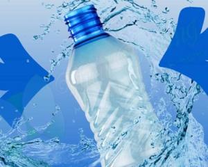 Vỏ chai nước được làm bằng nhựa